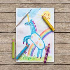 gemaltes Einhorn mit Buntstiften