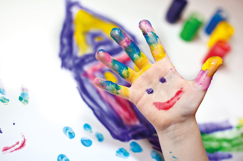 Fingermalfarbe, bemalte hand