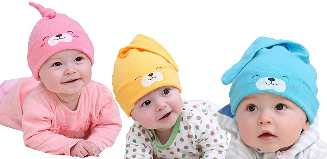 Babys mit Bärchenmütze