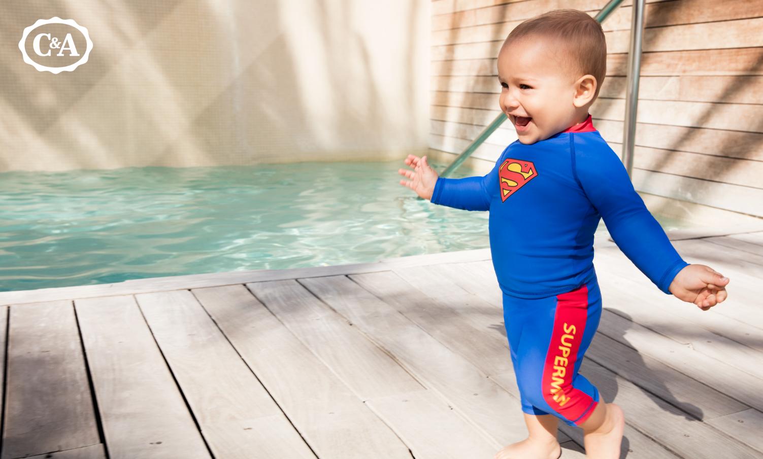 Baby im Superman-Kostüm