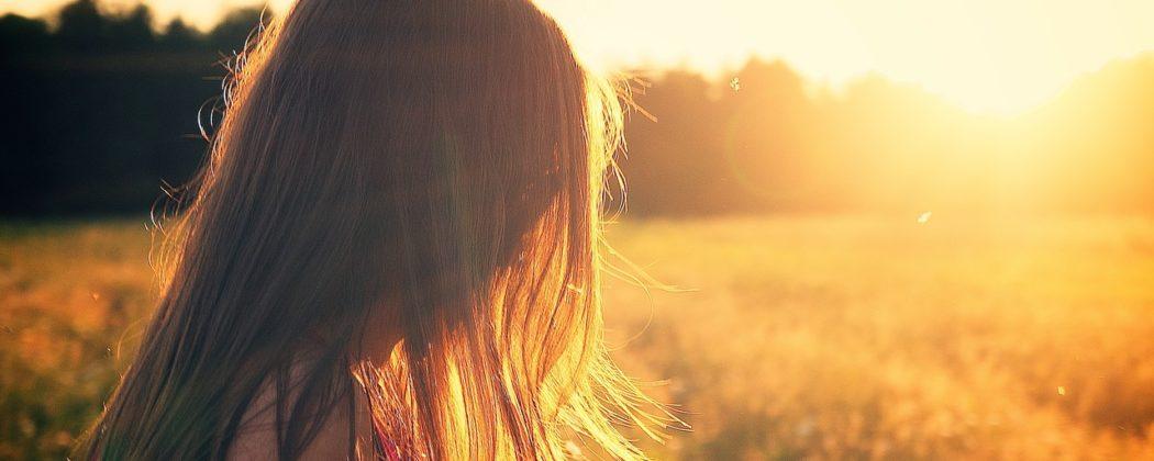 Banner: Haarausfall nach der Schwangerschaft – Was kann ich dagegen tun?