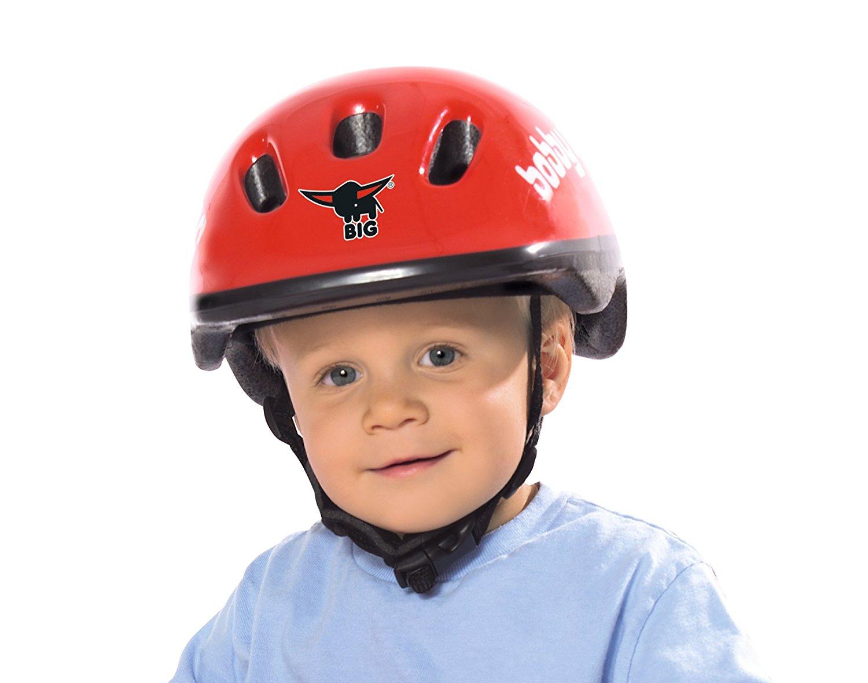 Kind mit Helm
