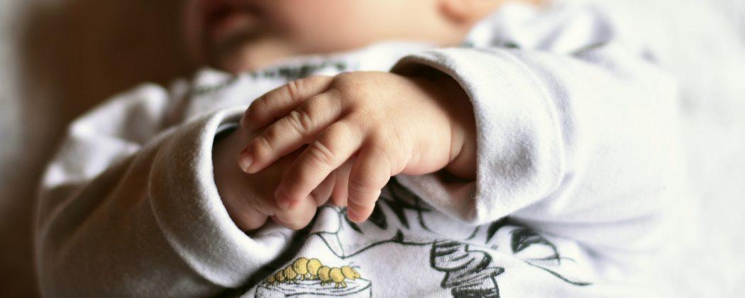 Banner: Der Erste Monat nach der Geburt – Erfahrungsberichte