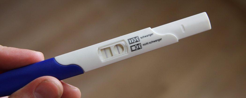 Banner: Schwangerschaftstest – Momente zwischen Freuden und Leid
