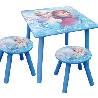 Tisch und Stühle