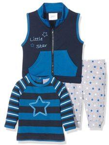 Babykleidung mit Sternchen und Streifen