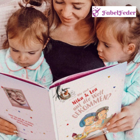 Mama liest Kindern vor