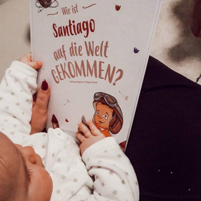 BAby mit Buch