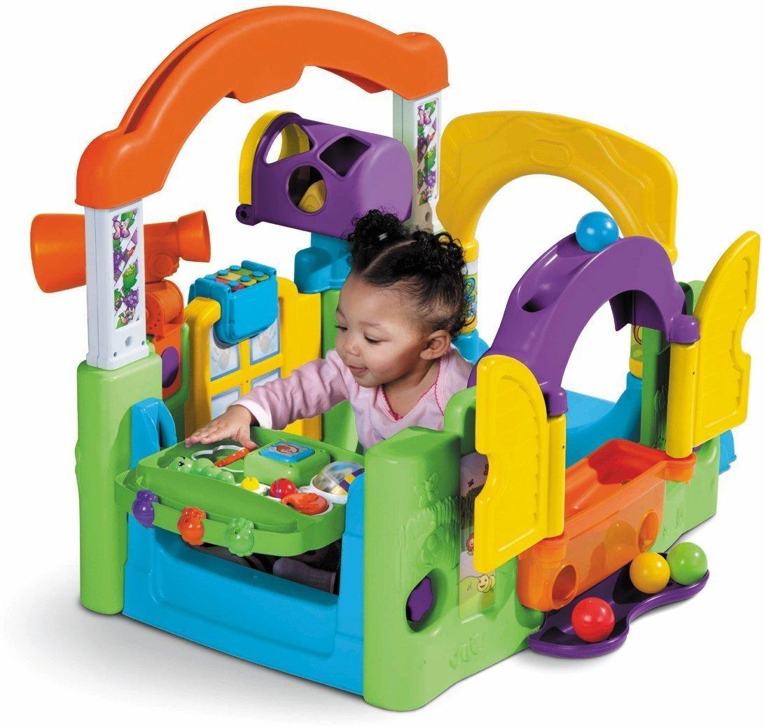 vielfältiges Spielecenter mit Kind