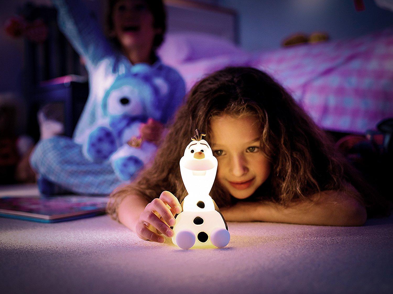 Mädchen mit Olafnachtlicht