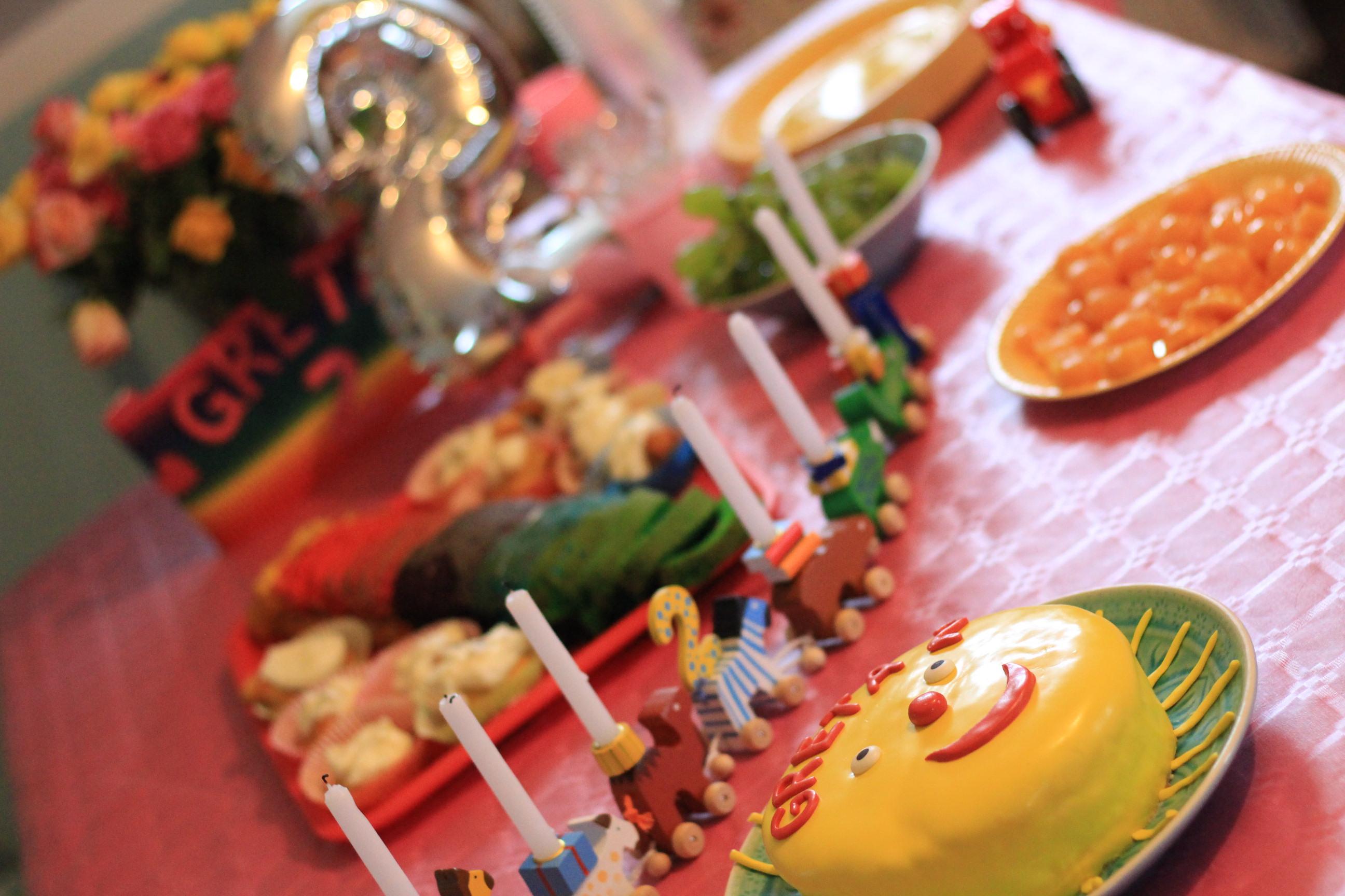 Deko und Kuchen Geburtstagsparty 2 Jahre
