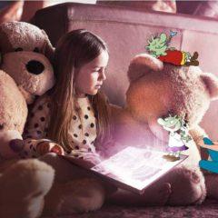 Kind liest in Buch