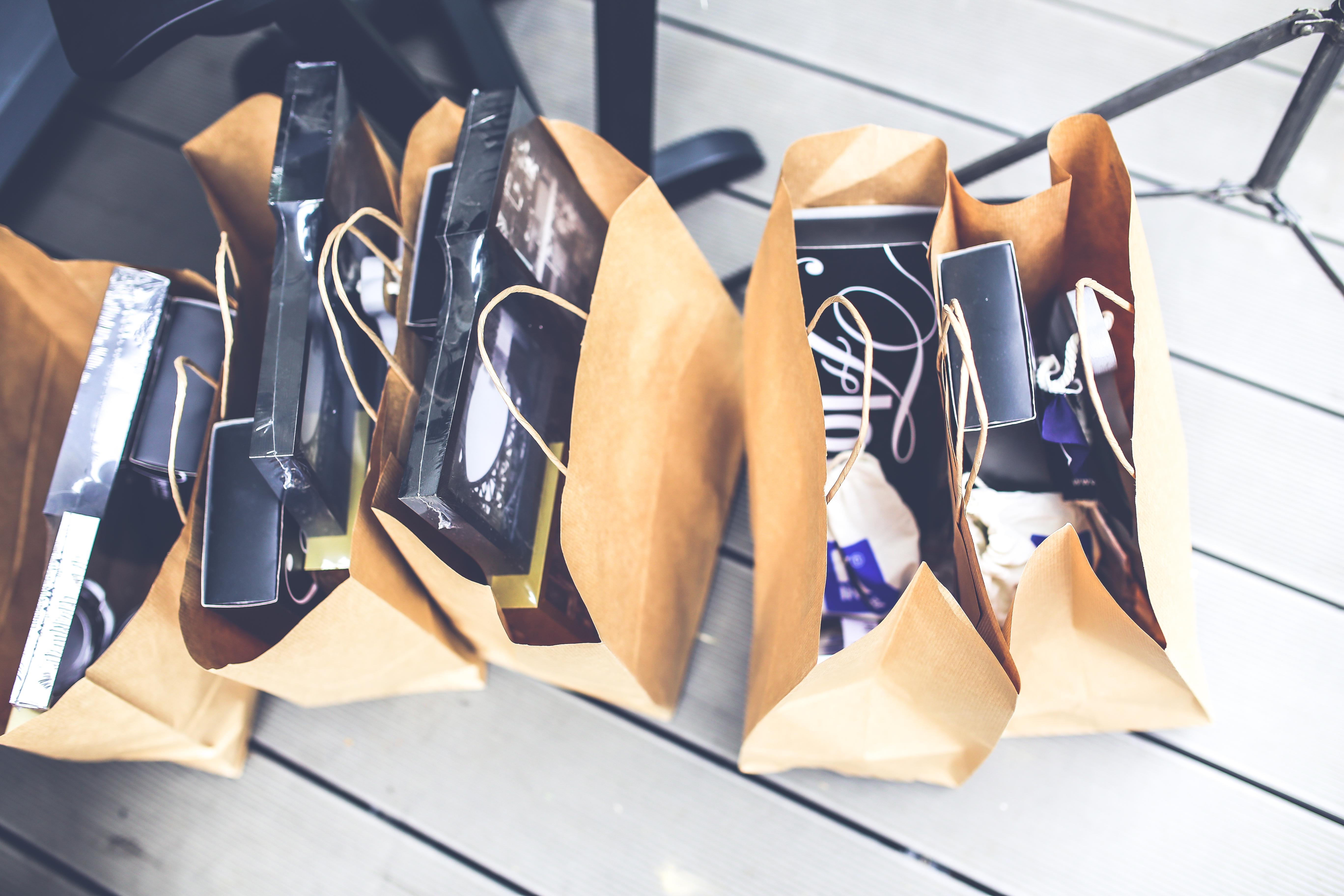 Shopping_pexels_gift-brown-shopping-market