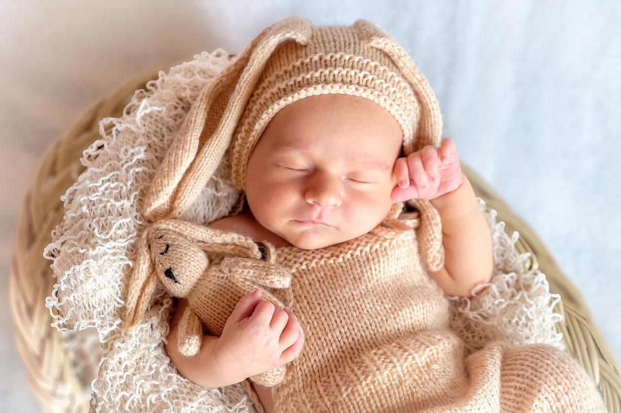 Newborn Shooting mit Häschen-Motto