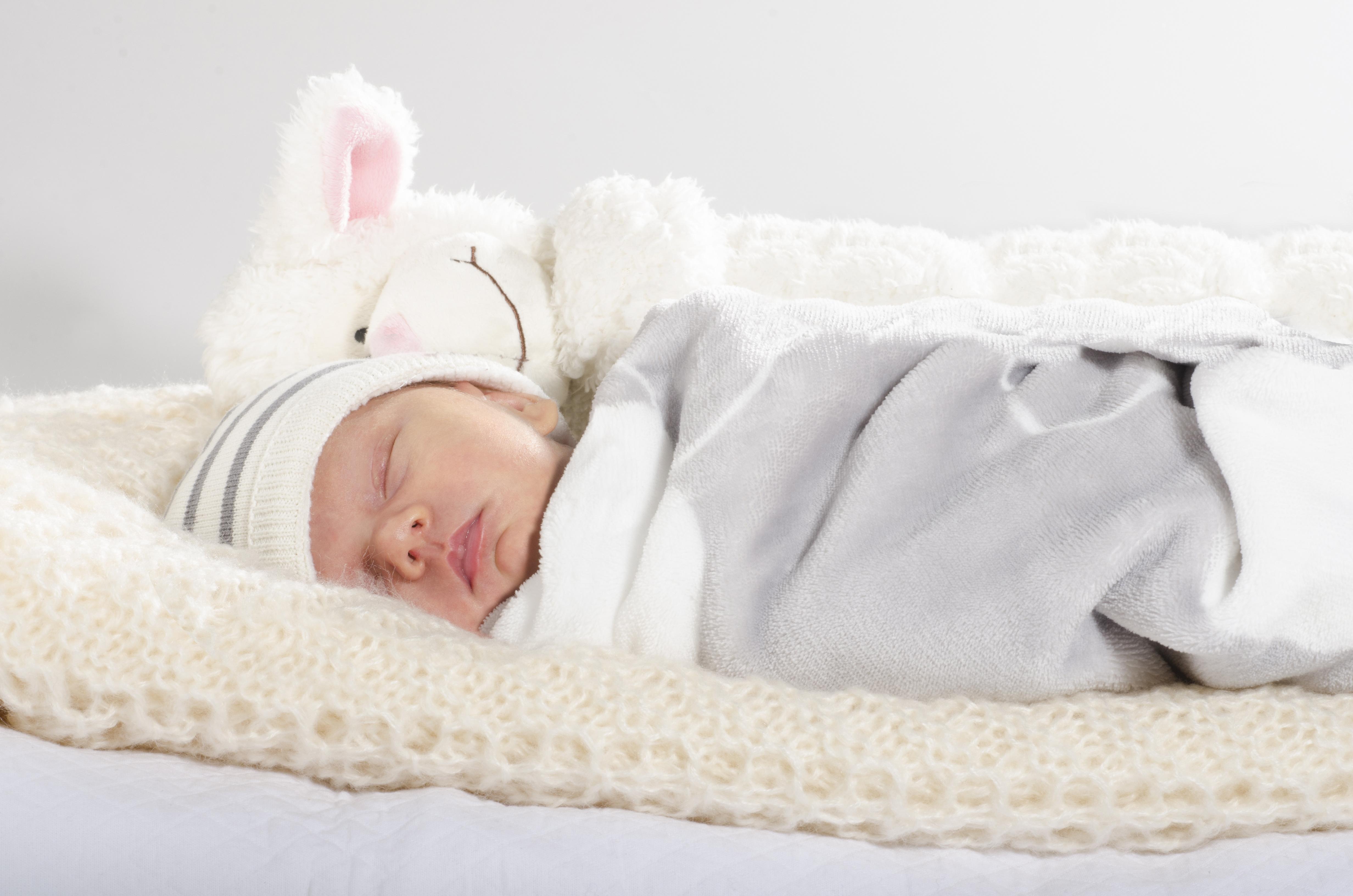 Gepucktes Baby schläft