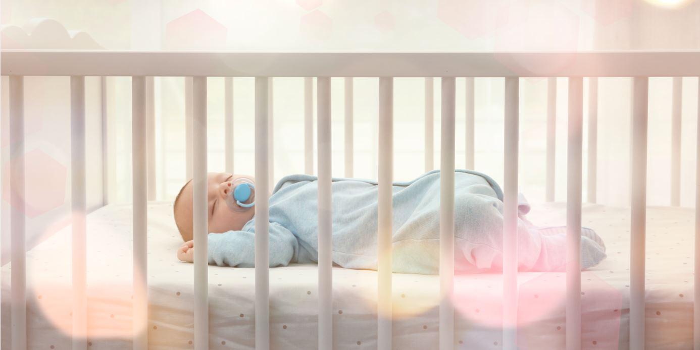 Baby in Babybett