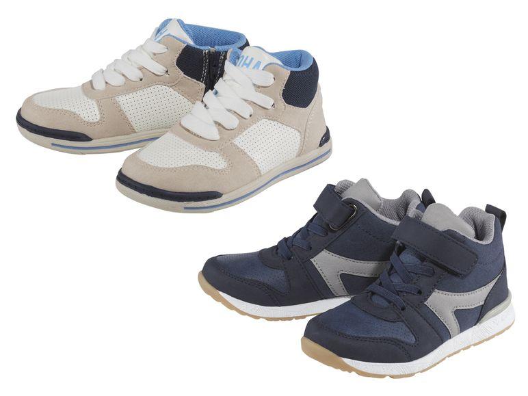 jungen sneaker in blau und beige
