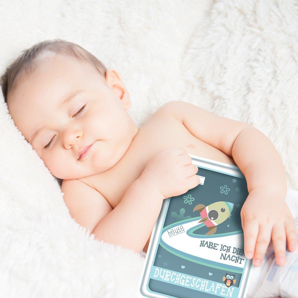 Baby mit Meilensteinkarte