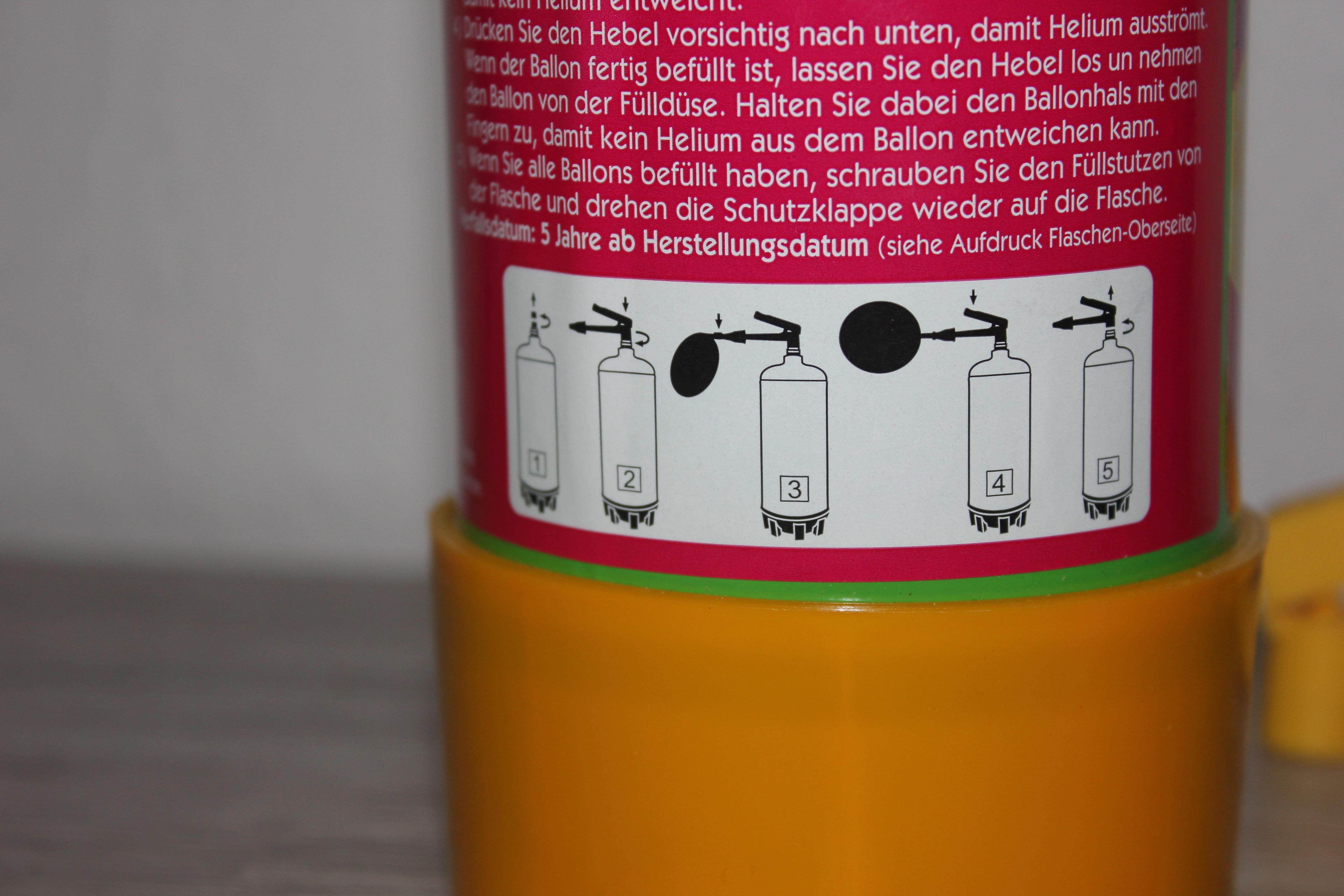 Gebrauchsanleitung auf der Heliumflasche