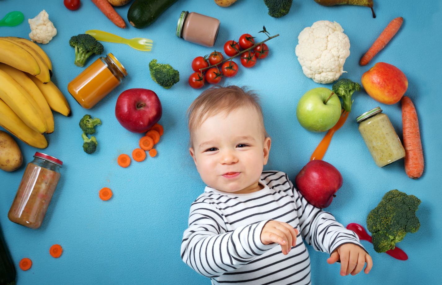 Kind mit Obst und Gemüse Adobe Stockphotos