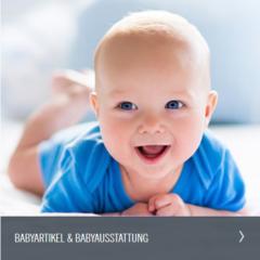 Baby lacht in die Kamera