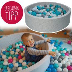 Stylisches Bällebad mit passenden Farbkugeln