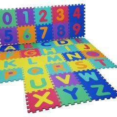 Spielmatte mit Puzzleteilen Zahlen und Buchstaben