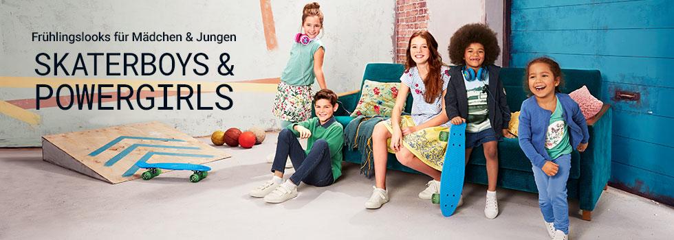 Kinder sitzen auf der Couch und spielen - Tchibo Header