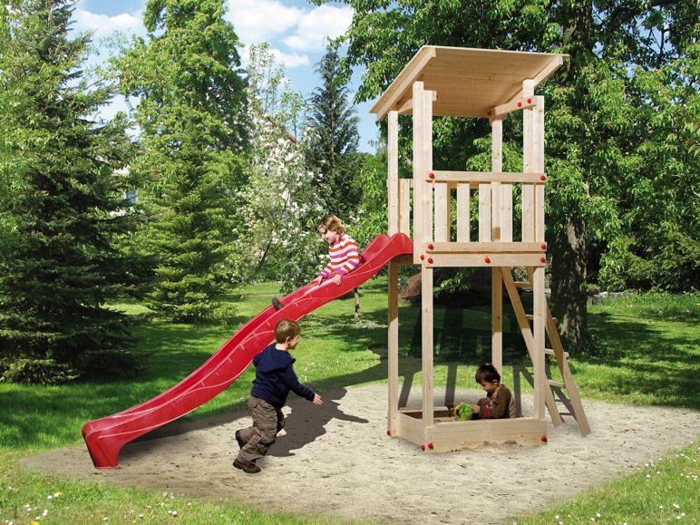 Kinderspielturm aus Holz mit roter Rutsche