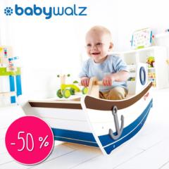 babywalt kind schaukelt im Boot