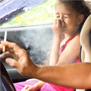 Hohe Strafen für Eltern in Österreich - Rauchverbot im Auto