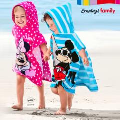 Kinder in Disney Strandponchos