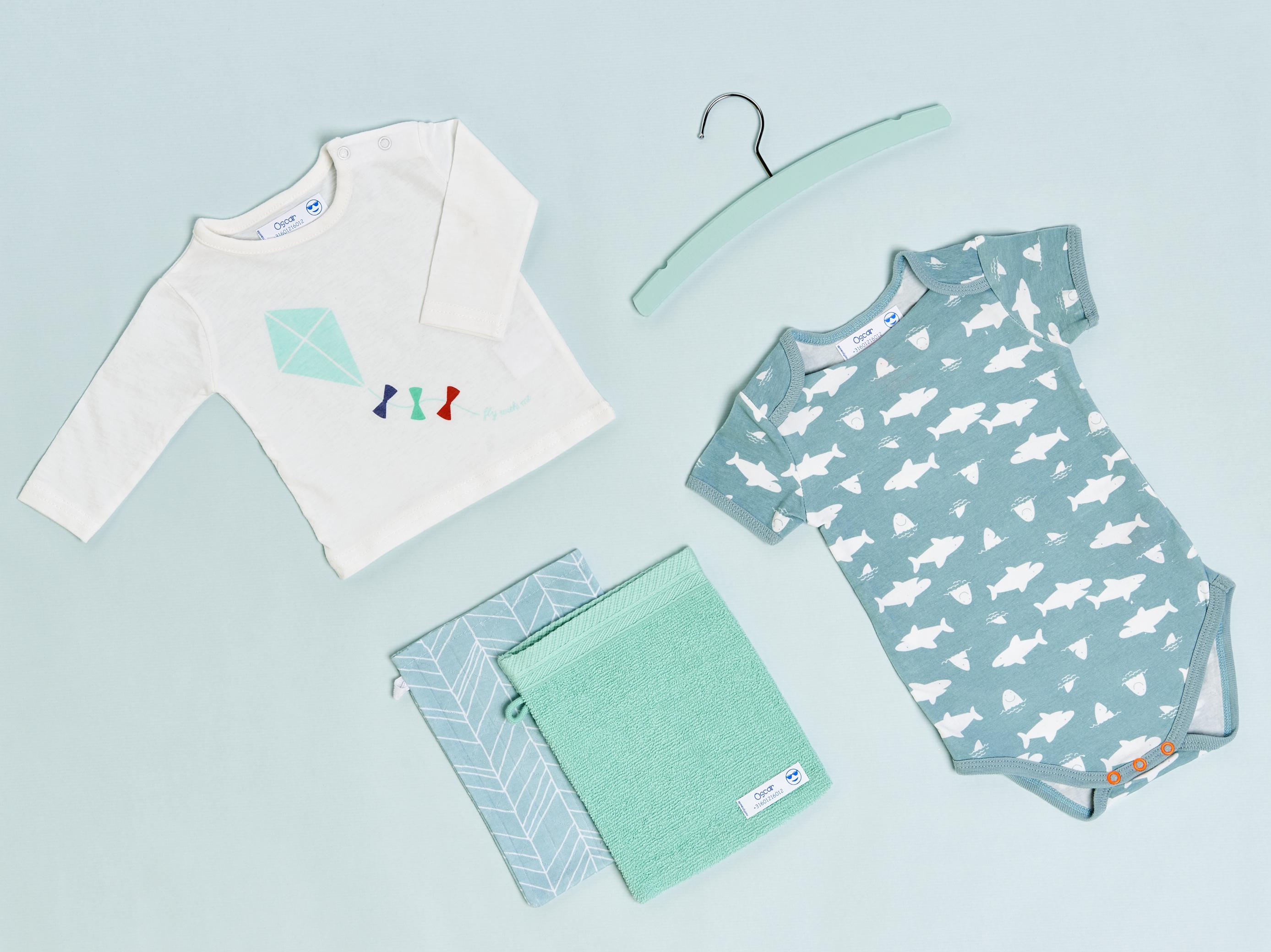 Babysachen mit Aufklebern von gutmarkiert