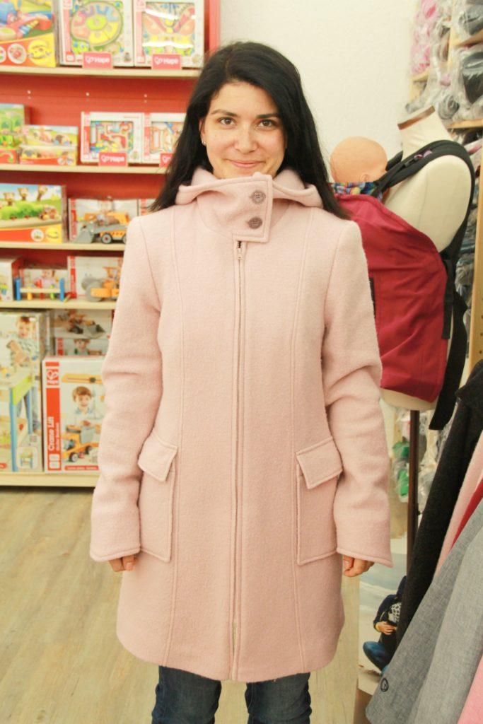 Anprobe Wollwalk Tragejacke rosa