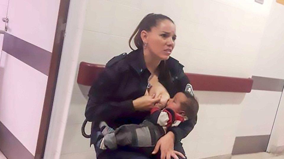 Celeste Ayala stillt fremdes Baby