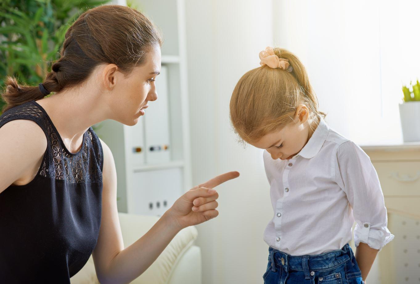 Kind das ausgeschimpft wird