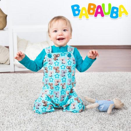 Baby im Babauba Strampler