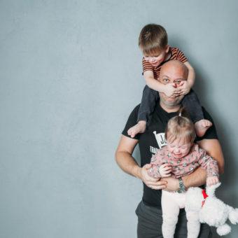 Papa mit Kindern
