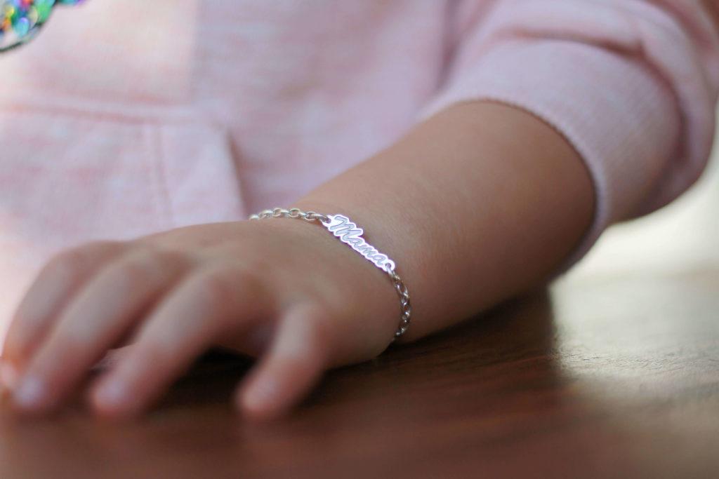 Armband Mama an Kinderarm namesforever