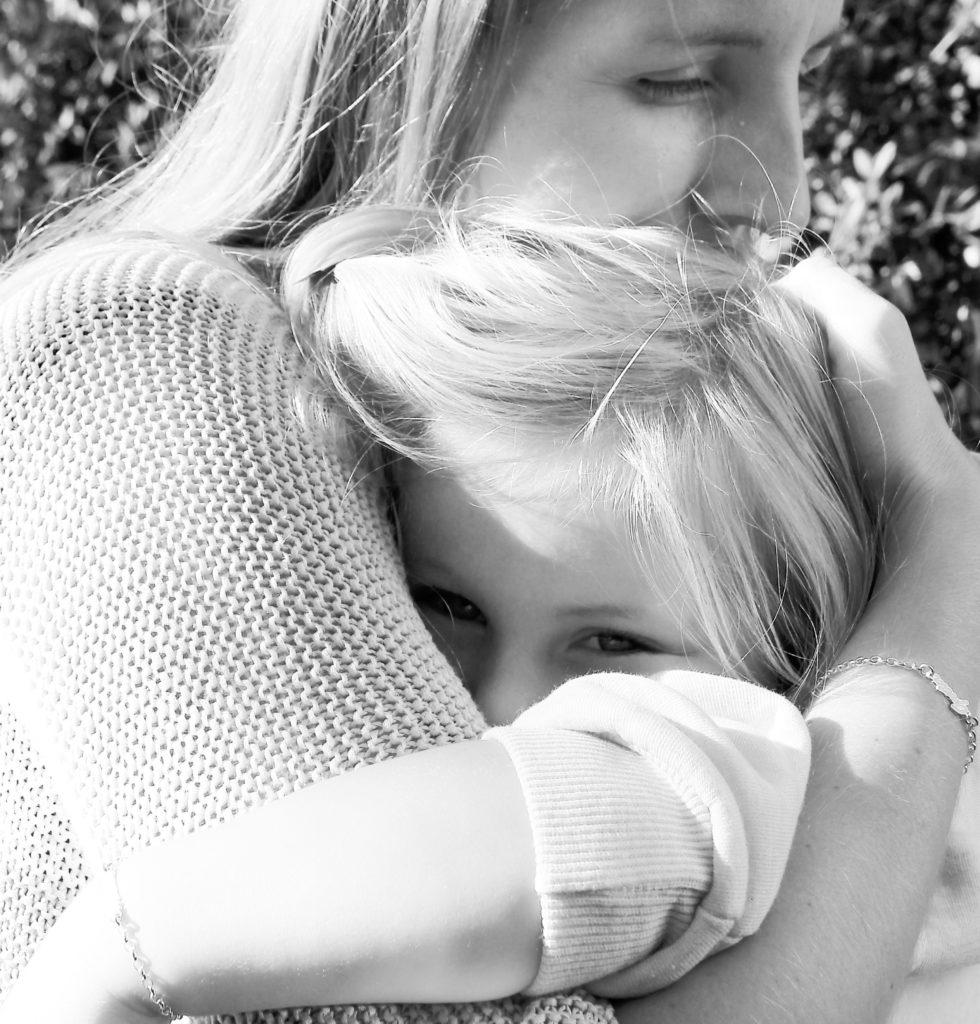 Mama und Tochter mit Armbändern von namesforever
