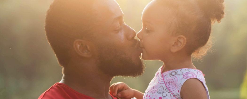 Banner: Küssen verboten… Bekommen eure Kinder Küsse auf den Mund?