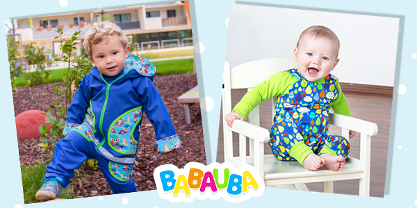Kinder in bunten Outfits