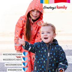 Kinder tragen Regenjacken