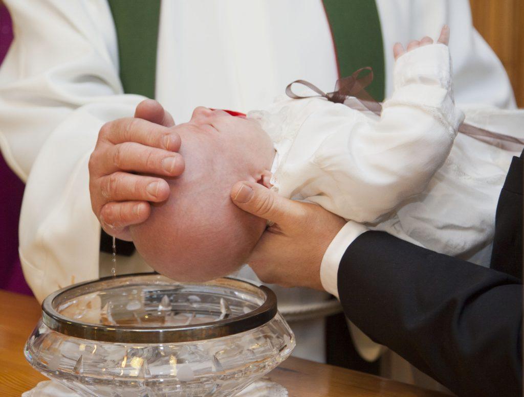Taufe eines Babys