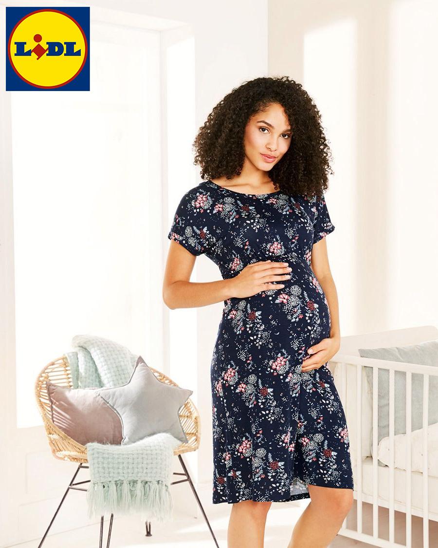 Schwangere Frau in Blumenkleid