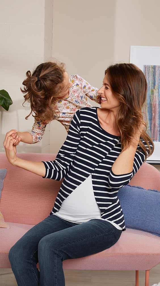 Schwangere Frau mit Kleinkind