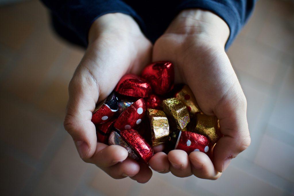 Hand voll Schokolade