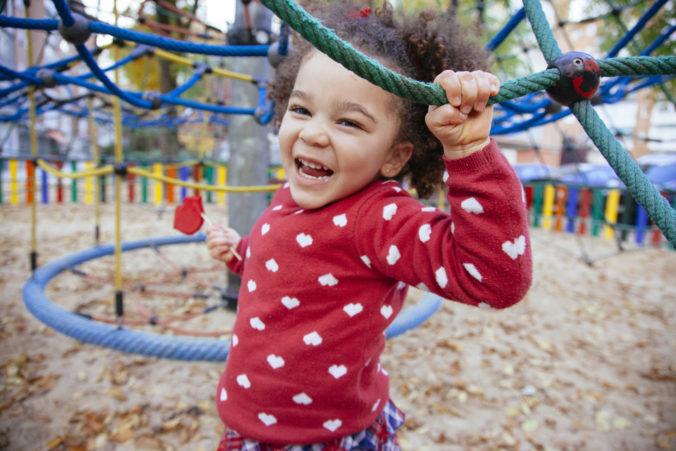 Kind auf dem Spielplatz