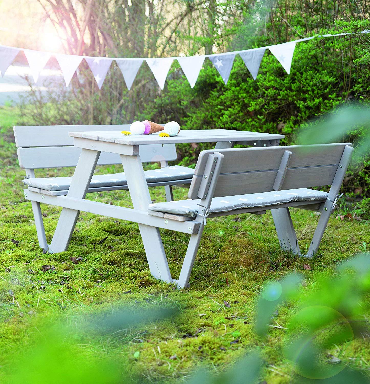 graue Sitzgruppe Bänke und Tisch