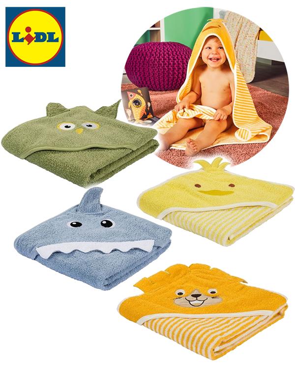 Kleinkind mit Kapuzenhandtuch in verschiedenen Tierdesigns